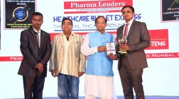 Noted cosmetic surgeon Dr. Sahebgowda Shetty awarded as India's Most Valuable Face in Plastic & Cosmetic Surgery 2017 at ILC Power Brand Awards 2017