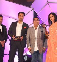 "Facial Plastic Surgeon Dr.Debraj Shome & Cosmetic Dermatologist Dr.Rinky Kapoor led ""The Esthetic Clinics"" receive ""Most Promising & Innovative Cosmetic Clinic 2016"" at Pharma Leaders 2016 Power Brand Annual Award Ceremony"
